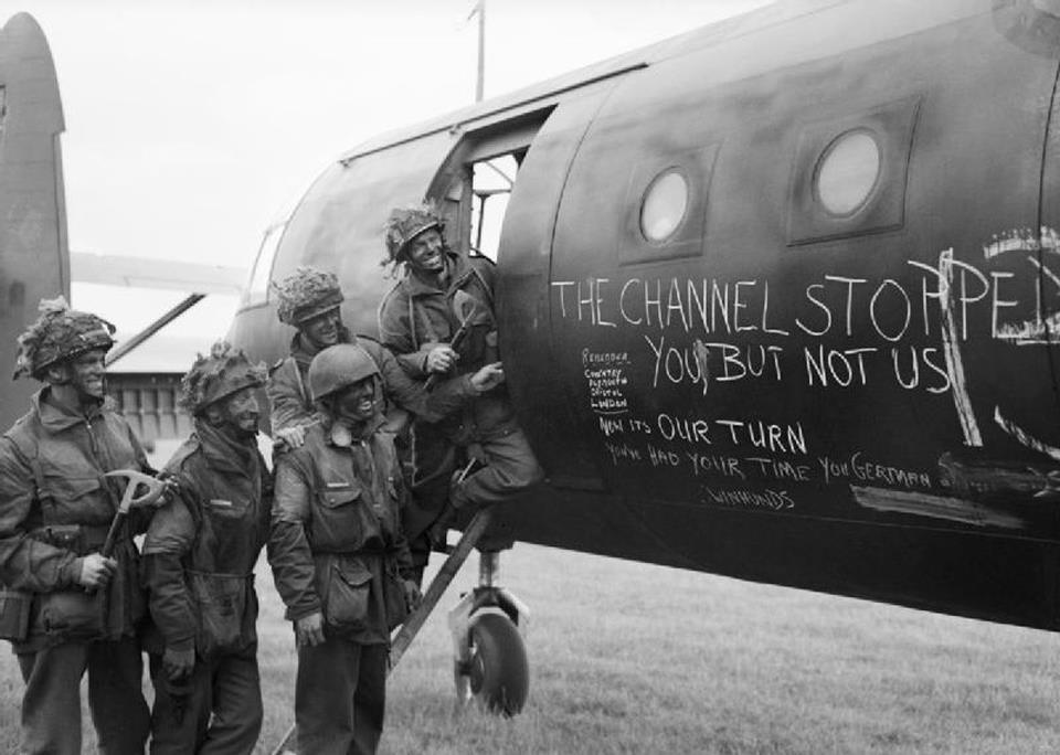british-paratroopers-with-glider-2nd-drop-d-day