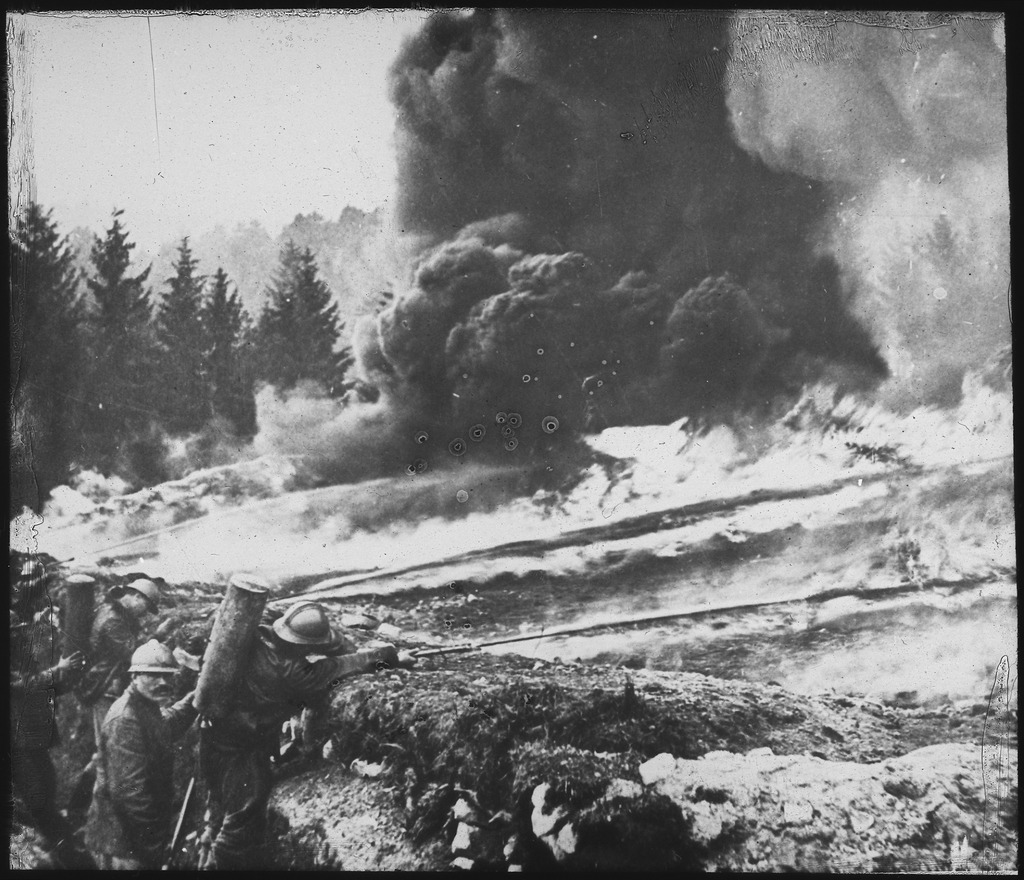 french-soldiers-gas-flame-attack