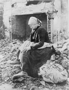 Learning of German retreat from her district French woman returns to find her home a heap of ruins_compressed